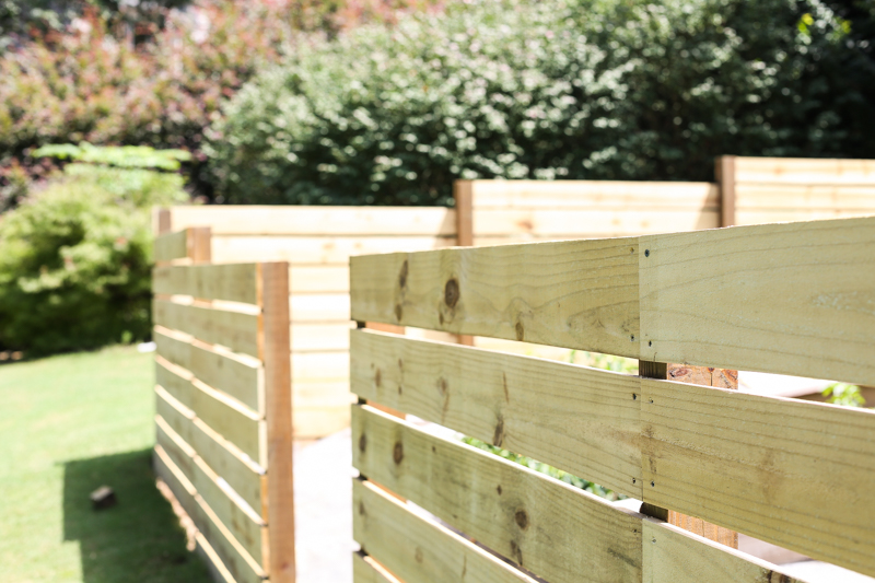 how to build horizontal modern wood fence - Bower Power-7